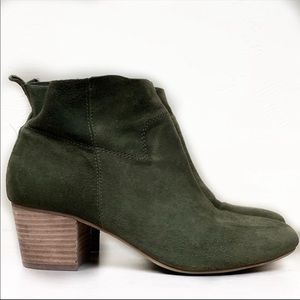 STEVE MADDEN • Harber Army Green Suede Booties